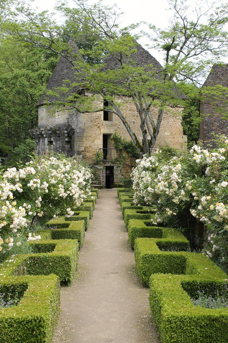 castlesandmanorhouses.com_beautiful-boxwood