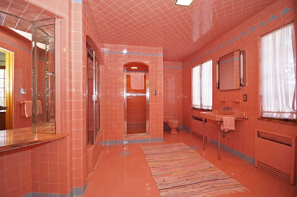 Retrorenovation Vintage Pink And Blue Bathroom
